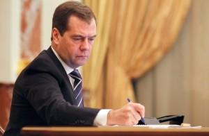 Дмитрий Медведев считает, что людей обманывать нельзя...