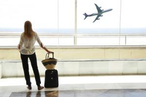 Число российских туристов, выезжающих на отдых за границу, сократилось на 40%