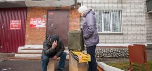 В Тюменской области судебные приставы выселяют из квартир должников за коммуналку