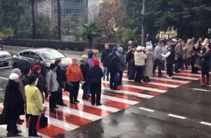 Пенсионеры перекрыли главные улицы Сочи и Краснодара, требуя вернуть льготы на проезд