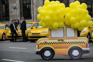 Жителей возмутили нереальные цены на такси в 300-летие Омска