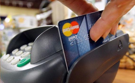 Россияне стали охотнее брать кредитные карты