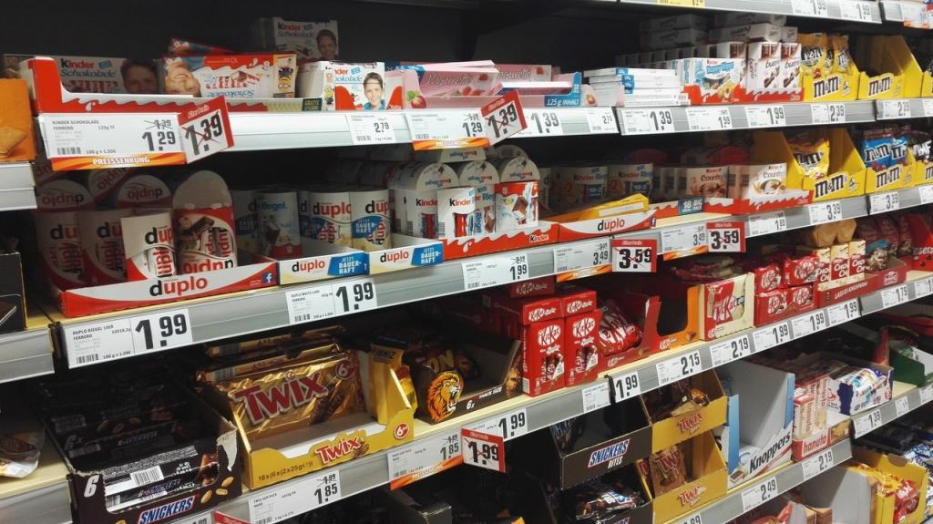 Какие продукты можно купить на 100 рублей в различных странах