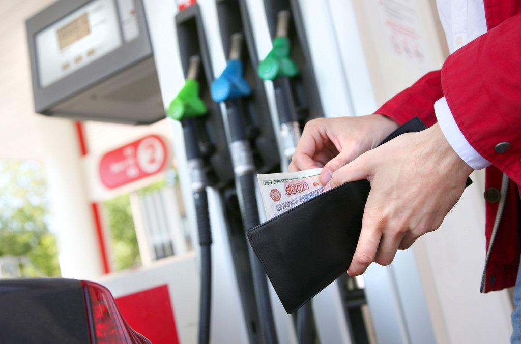 За неделю цены на бензин в России выросли на 1 процент