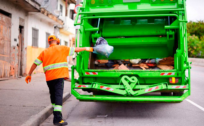Тарифы на вывоз мусора в Подмосковье повысят к октябрю 2018 года