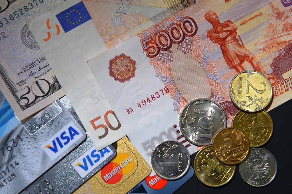Путин дал право банкам блокировать карты без согласия владельца