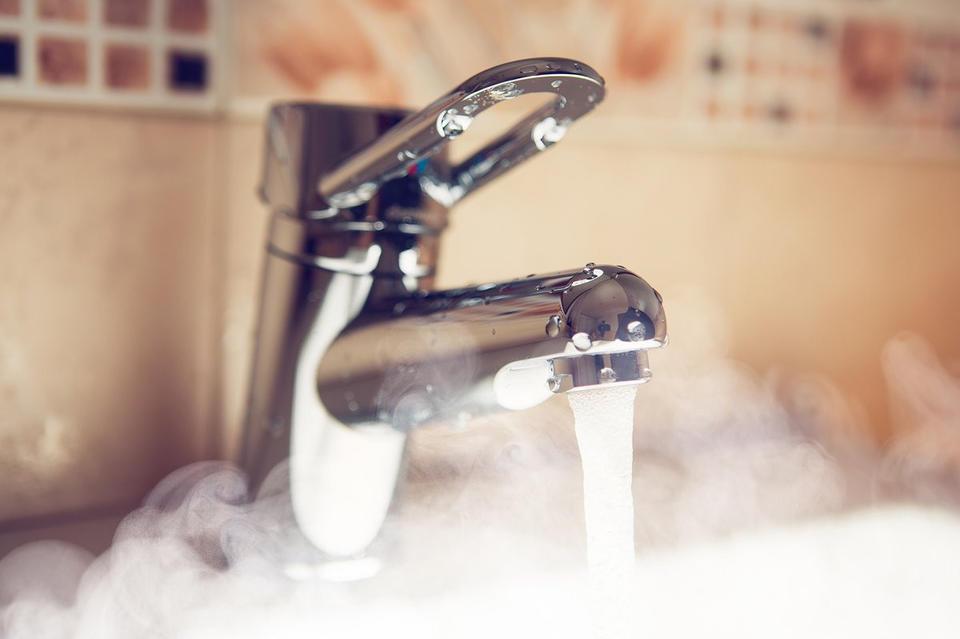 В Астрахани резко подорожала горячая вода