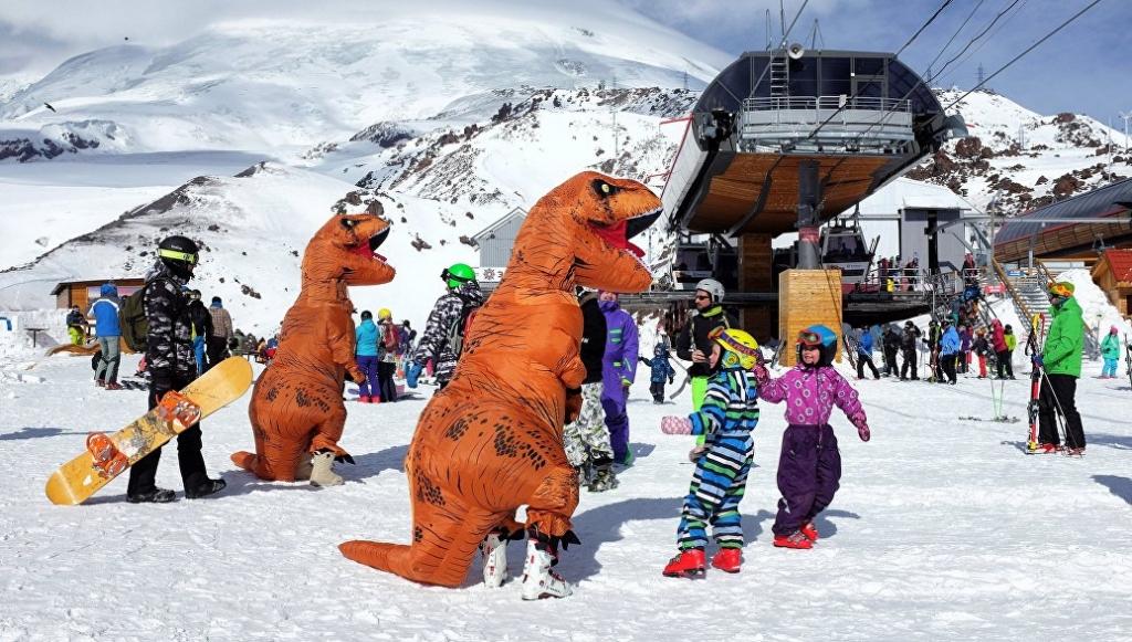 На Эльбрусе открывается сезон катания на двух горнолыжных трассах