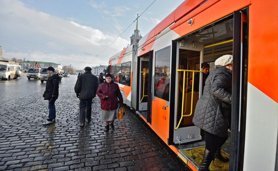 В Екатеринбурге цена проезда в метро стала выше, чем в наземном транспорте