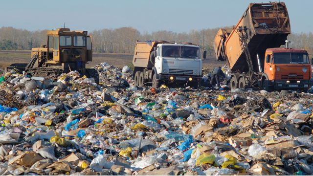 Тариф на вывоз мусора снизили в Омске жильцам многоквартирных домов