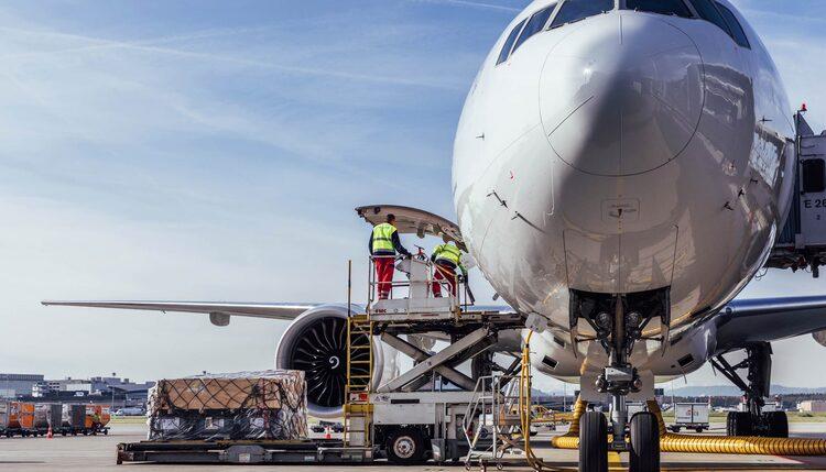 Тарифы на авиаперевозки до неприличия быстро растут
