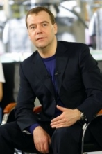 Медведев пообещал, что перехода на платное школьное образование не будет