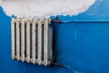 На Вятке женщине два года начисляли плату за тепло несмотря на срезанные батареи