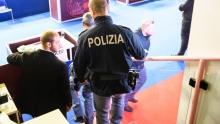 Начал душить за включённую батарею: Скупой итальянец едва не убил русскую жену