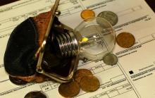Украинцев будут лишать зарплаты и имущества за долги по ЖКХ