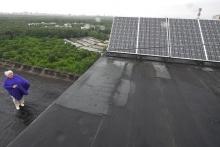 Солнечная батарея на даче: сколько можно заработать на крыше своего дома