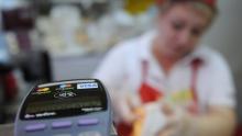 Visa в 2022 году изменит тарифы на оплату картами в супермаркетах