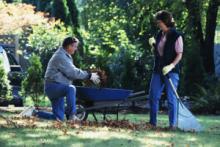 семейная пара супружеская пара помощь по дому уход уборка ремонт.png