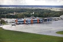 Аэропорт Храброво в несколько раз поднял тарифы на парковку