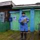В Омской деревне почтальон бесплатно работает за фельдшера